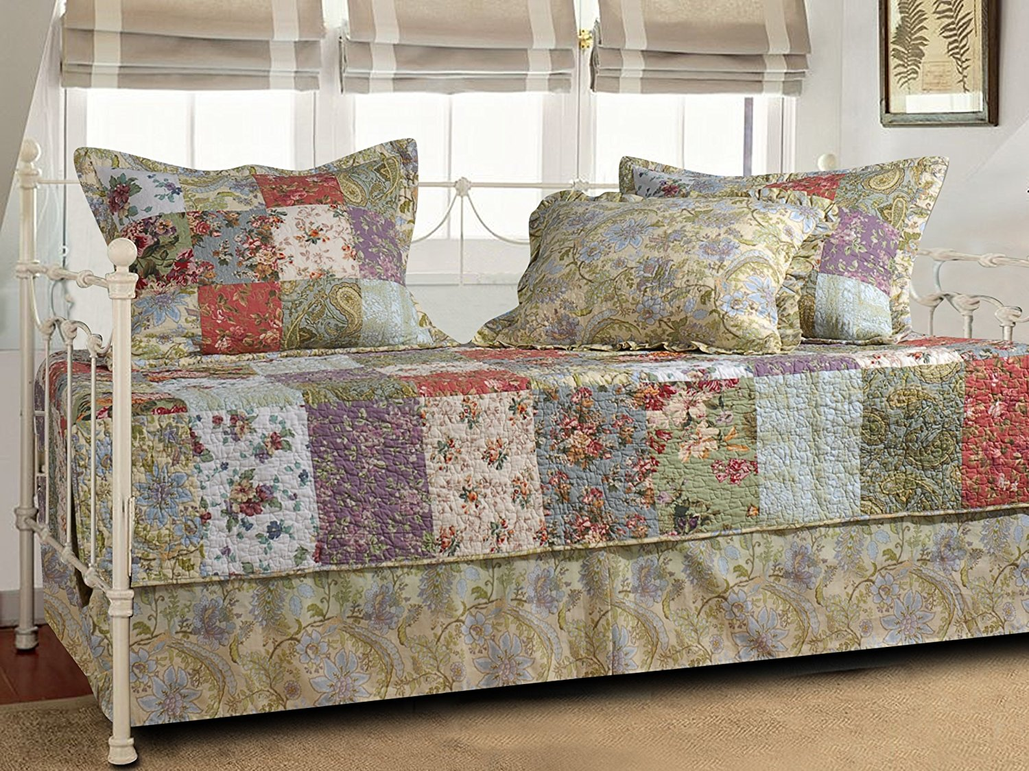 5. Greenland Home Blooming Prairie Daybed Set