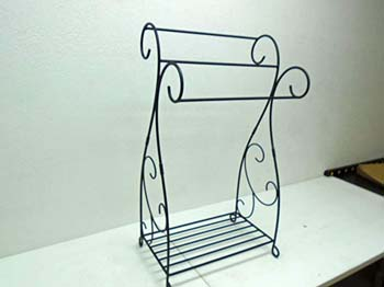 5. J&J Wire Scrolled 2-Piece Quilt Rack